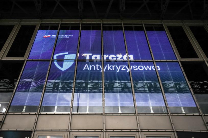 Pierwsza Tarcza Antykryzysowa została wprowadzona 1 kwietnia ubiegłego roku /Adam Burakowski /Reporter