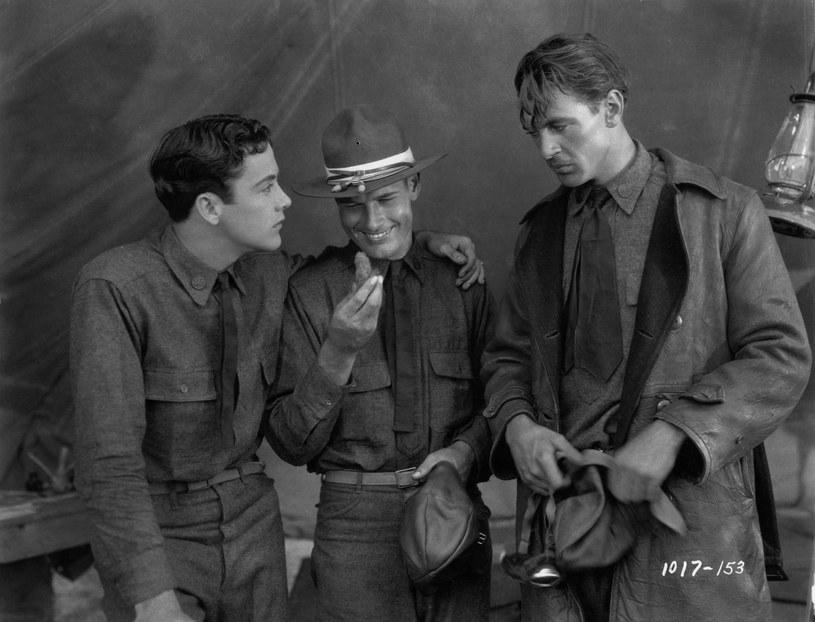 """Pierwszą ważną rolę aktor (z prawej) zagrał w niemych """"Skrzydłach"""" z 1928 roku /materiały prasowe"""