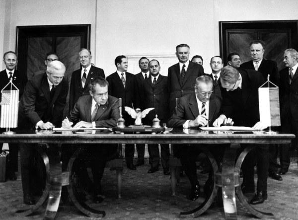 Warszawa, 31.05.1972, podpisanie porozumien w URM, prezydent USA Richard Nixon i Edward Gierek