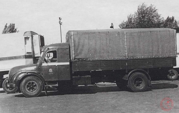 Pierwsze ciężarówki Pekaesu /Archiwum Akt Nowych