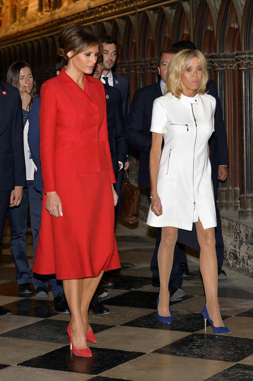 Pierwsze damy w sukienkach na bazie trapezu. Brigitte Macron zdecydowała się na minimalistyczną wersję /Getty Images