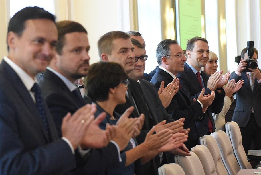 Pierwsze po wakacjach posiedzenie rządu /Radek Pietruszka /PAP
