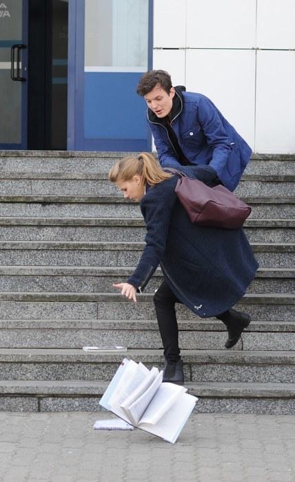 Pierwsze spotkanie Zimińskiej i Maciąga, do którego dojdzie na schodach uczelni, będzie miało dramatyczny przebieg /Agencja W. Impact