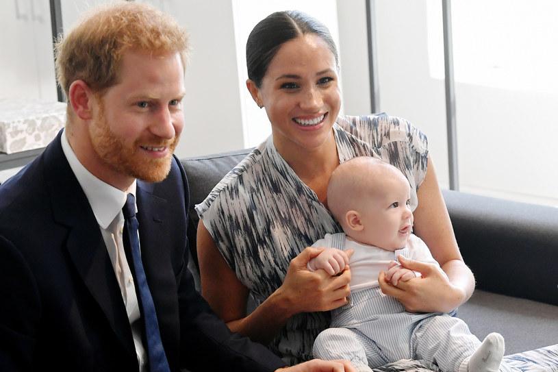 Pierwsze urodziny Archiego odbyły się za pośrednictwem wideokonferencji /Getty Images