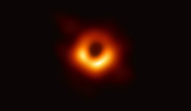 Pierwsze w historii zdjęcie horyzontu zdarzeń wokół czarnej dziury. Znajduje się ona w galaktyce M87 /materiały prasowe