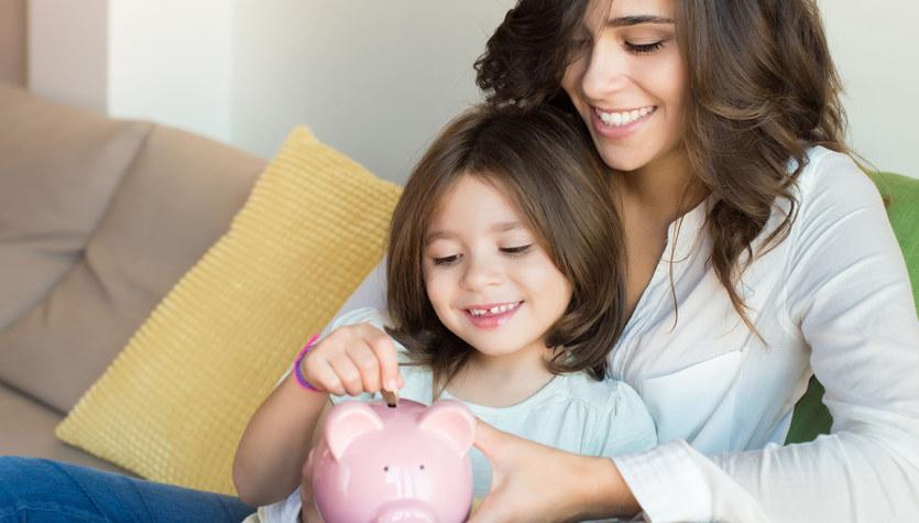 Pierwsze własne pieniądze, czyli po co dzieciom kieszonkowe?