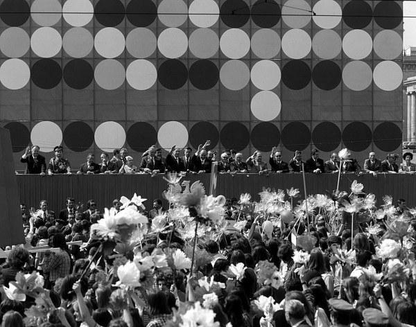 Warszawa, 1 Maja 1975, na trybunie honorowej m.in. Piotr Jaroszewicz i Edward Gierek