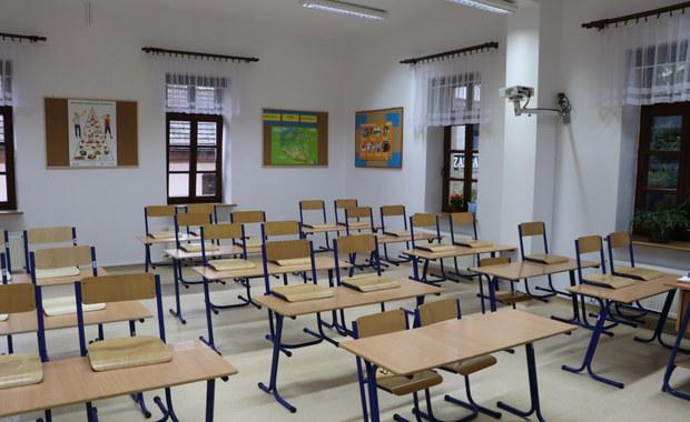 Pierwszy dzień szkoły w żółtej strefie: Zakaz wstępu dla rodziców, maseczki ochronne dla dzieci