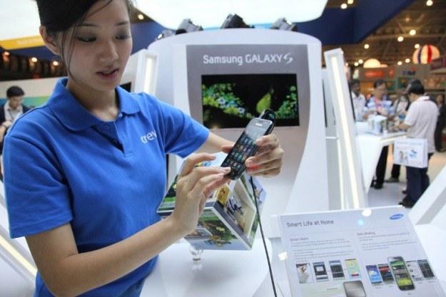 Pierwszy  Galaxy S - smartfon, który stał się realną alternatywą dla iPhone'ów i sukcesem Samsunga /AFP