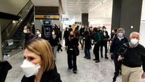 """Pierwszy lot """"wolny od kwarantanny"""". Pasażerowie z Nowego Jorku wylądowali we włoskim Mediolanie"""