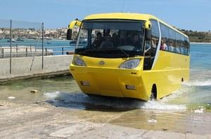 Pierwszy na świecie autokar amfibia /