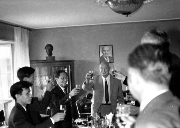Pierwszy przewodniczący Rady Szkół Wyższych Włodzimierz Sokorski był później m.in. szefem Komitetu ds. Radia i Telewizji. Na zdjęciu z 1970 roku z  delegacją z Wietnamu /Mirosław Stankiewicz /Agencja FORUM