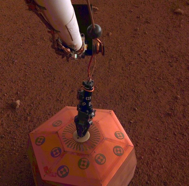 Pierwszy sejsmometr ustawiony na powierzchni innej planety /NASA/JPL-Caltech /Materiały prasowe