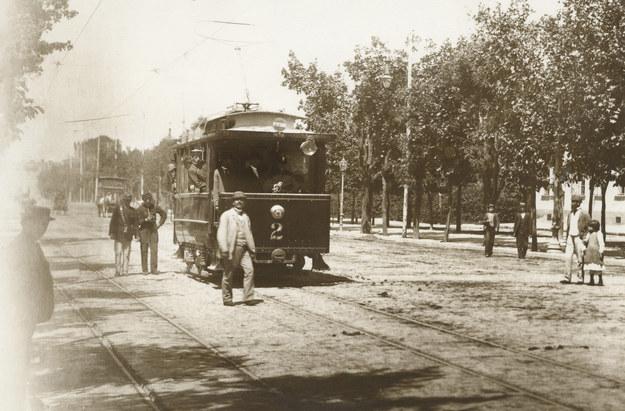 Pierwszy tramwaj elektryczny. Kurs na Wystawę Krajową (Lwów, 1894 r.) /reprodukcja FoKa /Agencja FORUM