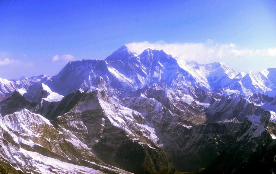 Pierwszy wywiad z Mount Everestu okazał się pechowy /SABINA BHATTRAI /PAP/EPA