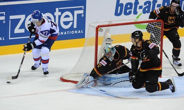 Pierwszy z lewej reprezentant Słowacji Ladislav Nagy w meczu z Niemcami. /AFP