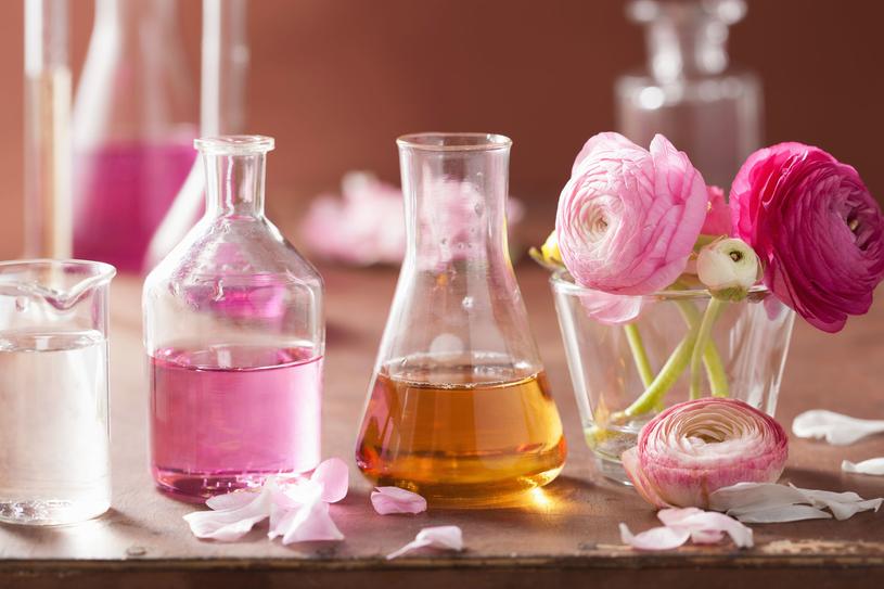 Pierwszy zapach w historii stworzyła kobieta - chemiczka Tapputi /Pixel