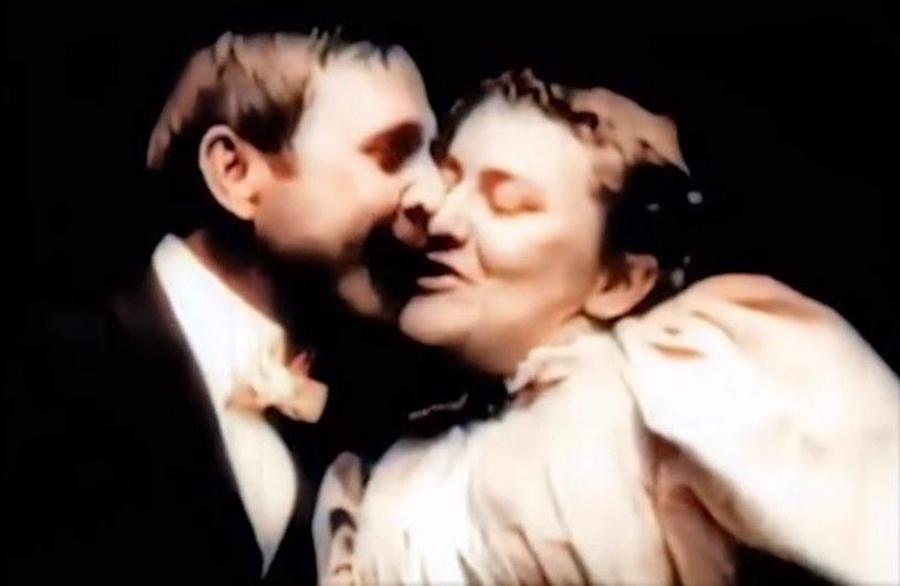 """Pierwszy ze zremasterowanych filmów - """"Pocałunek"""" z roku 1896. 18-sekundowy zawierający tytułowy pocałunek. wtedy był uznawany za coś wyłącznie dla dorosłych - /materiał zewnętrzny"""