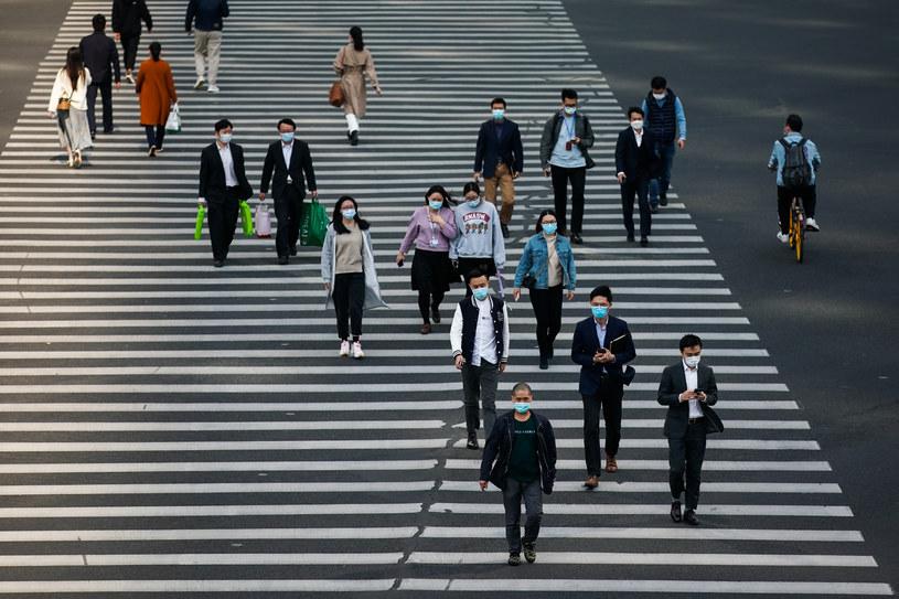 Piesi na ulicach Szanghaju /Yves Dean /Getty Images