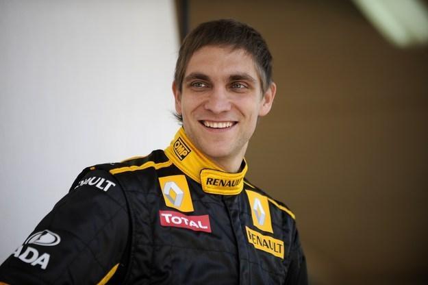 Pietrow jako pierwszy zasiądzie za kierownicą R31 /AFP