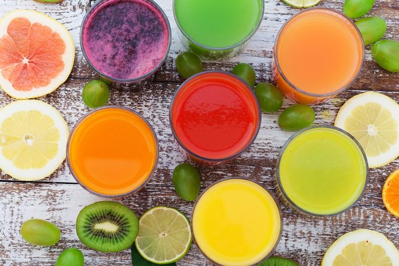 Pij codziennie 1,5 l wody mineralnej i jedz przynajmniej 4 porcje warzyw /123RF/PICSEL