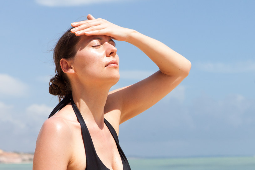 Pij dużo płynów, by nie dopuścić do udaru słonecznego /123/RF PICSEL
