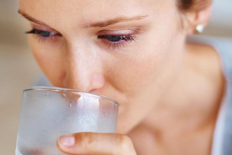 Pij jak najwięcej wody a ogranicz kawę /123RF/PICSEL