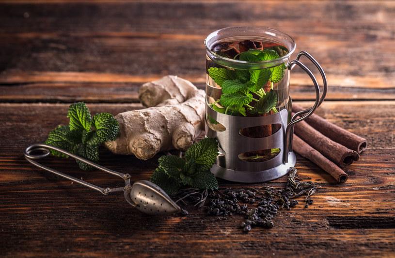 Pij ten napar po każdym posiłku. Przyspiesza trawienie /123RF/PICSEL