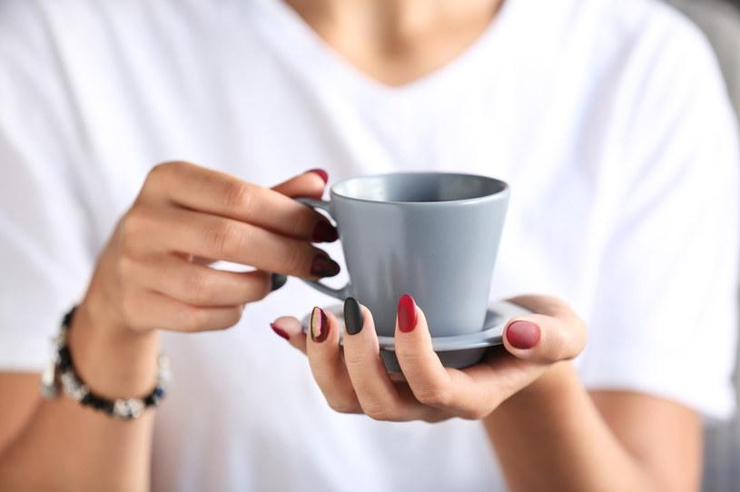 Pijąc kawę regularnie, możesz opóźnić niekorzystne zmiany w mózgu o osiem lat! /123RF/PICSEL