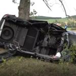 Pijana 24-latka uderzyła w drzewo, miała ponad 2 promile alkoholu