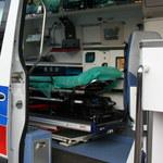Pijany 54-latek pobił ratowników w karetce i zniszczył kosztowany sprzęt