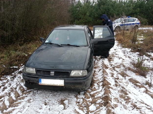 Pijany kierowca próbował uciec do lasu /Policja