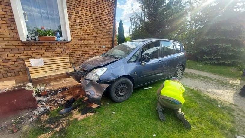 Pijany kierowca wjechał na podwórko, na którym bawiły się dzieci /Policja Łódzka /materiał zewnętrzny