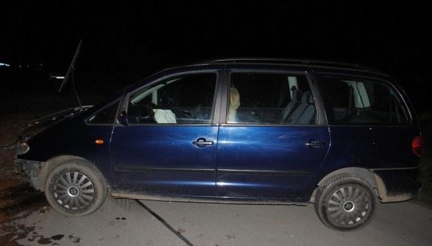 PIjany kierowca zjechał z drogi i uderzył w betonowy słup /Policja