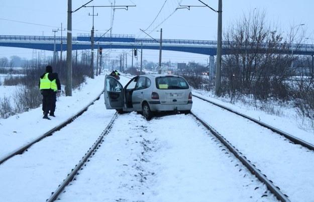 Pijany taksówkarz zablokował ruch pociągów na 3 godziny /KWP Kielce