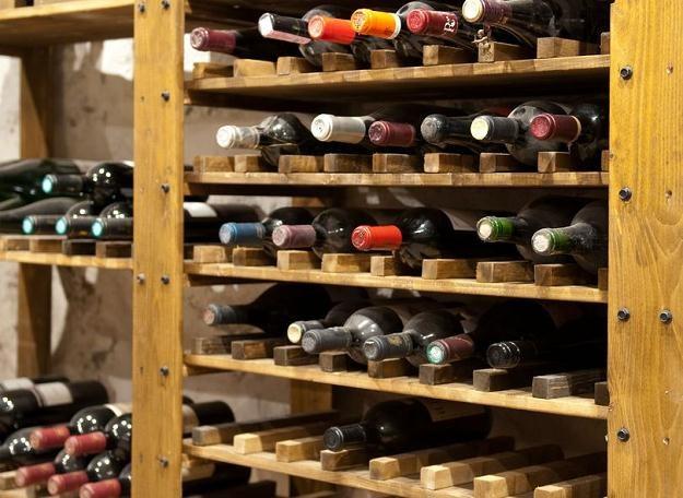 Pijemy więcej lepszego wina /©123RF/PICSEL