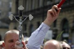 Pikieta obrońców krzyża przed Pałacem Prezydenckim