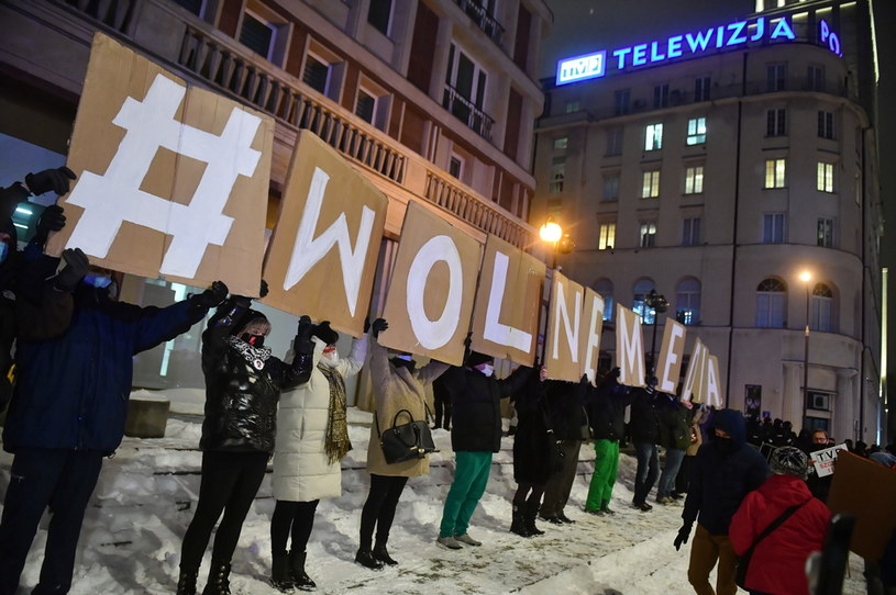 Pikieta pod siedzibą TVP w Warszawie, 10 lutego 2021 r. /PAP