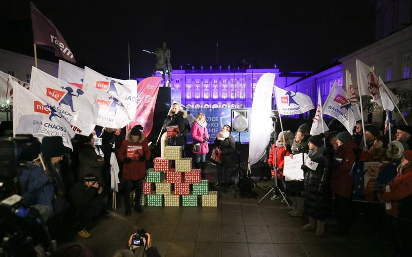 Pikieta przeciw reformie edukacji pod Pałacem Prezydenckim /Paweł Supernak /PAP