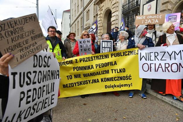 Pikieta przed gdańskim sądem /Adam Warżawa /PAP