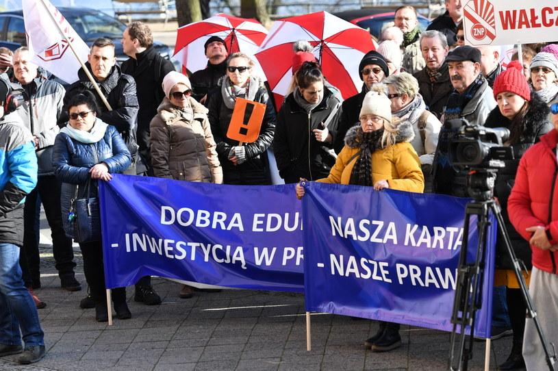 Pikieta ZNP w Szczecinie / Marcin Bielecki    /PAP