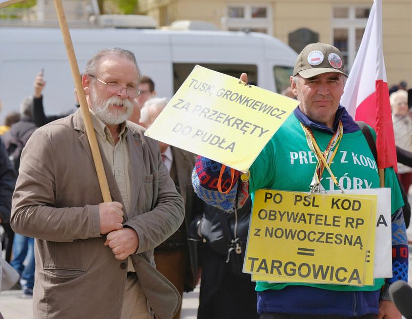 Pikiety przed Uniwersytetem Warszawskim podczas wykładu Donalda Tuska /Bartosz Krupa /East News
