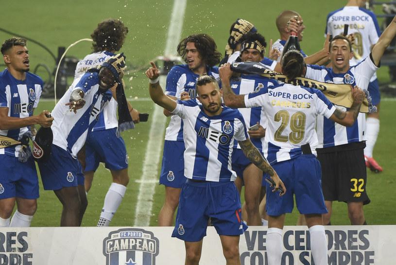 Piłarze FC Porto świętują zdobycie tytułu /AFP