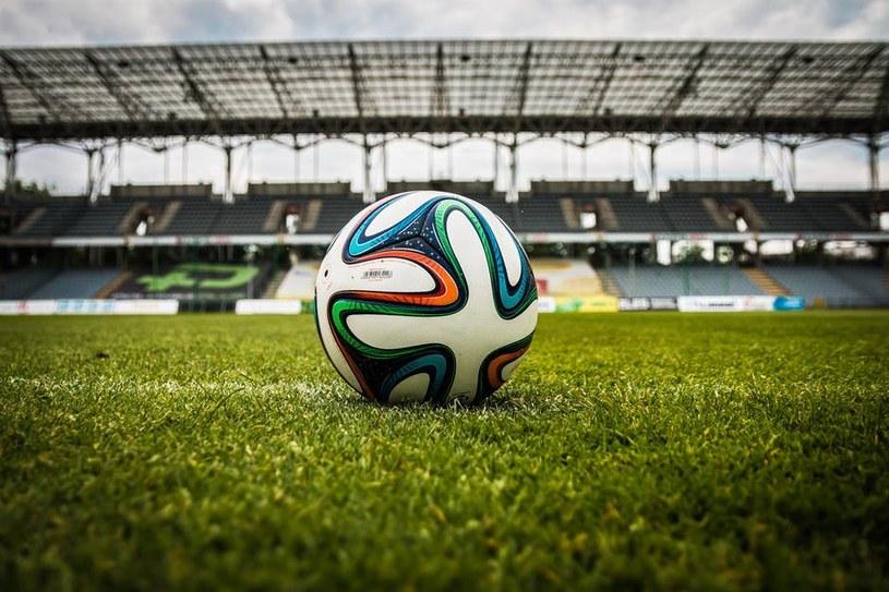Piłka nożna Piłka nożna na murawie boiska /materiały prasowe /materiały prasowe