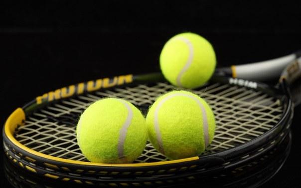 Piłka tenisowa /© Photogenica
