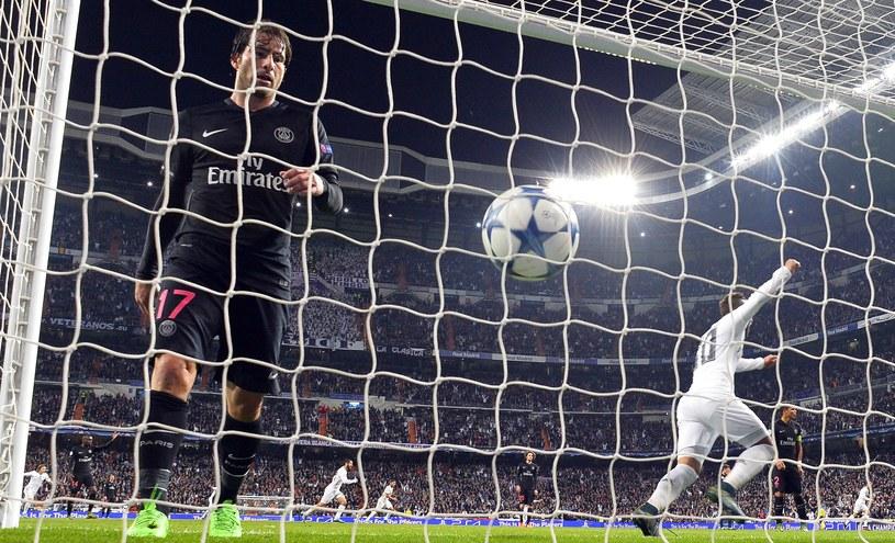 Piłka w bramce PSG /AFP
