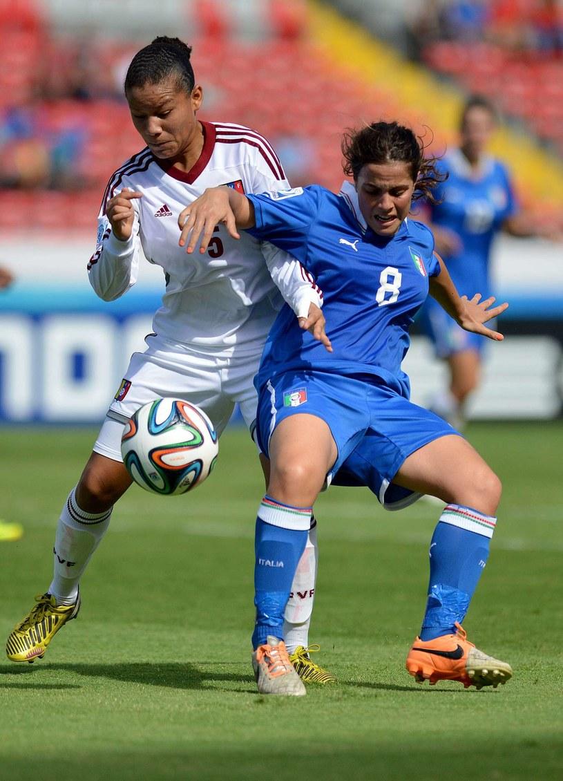 Piłkarka Wenezueli Daniuska Rodriguez (z lewej) /AFP