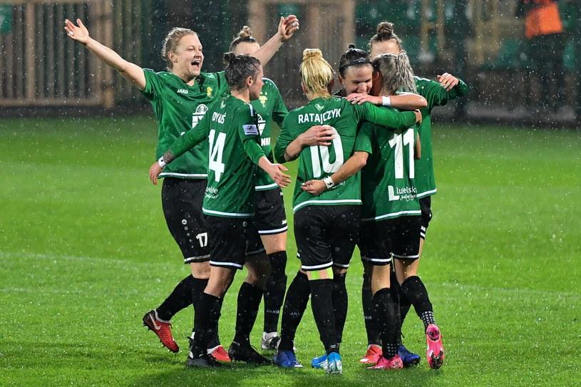 Piłkarki GKS Górnika Łęczna cieszą się z gola podczas meczu 1. rundy Ligi Mistrzyń z ZNK Split /Wojtek Jargiło /PAP