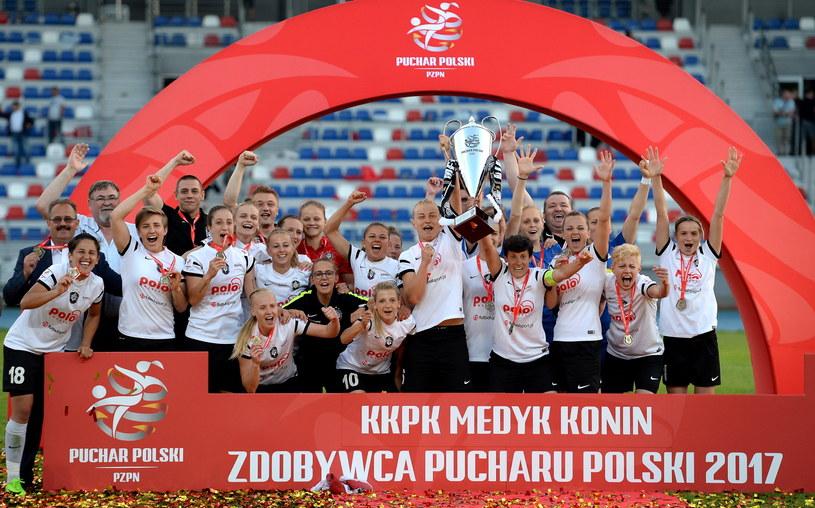 Piłkarki Medyka z Pucharem Polski /Piotr Polak /PAP