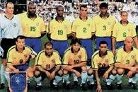 Piłkarska reprezentacja Brazyli (1999), od lewej: Taffarel, Celio Silva, Flavio Conceiçâo, Cafú, /Encyklopedia Internautica
